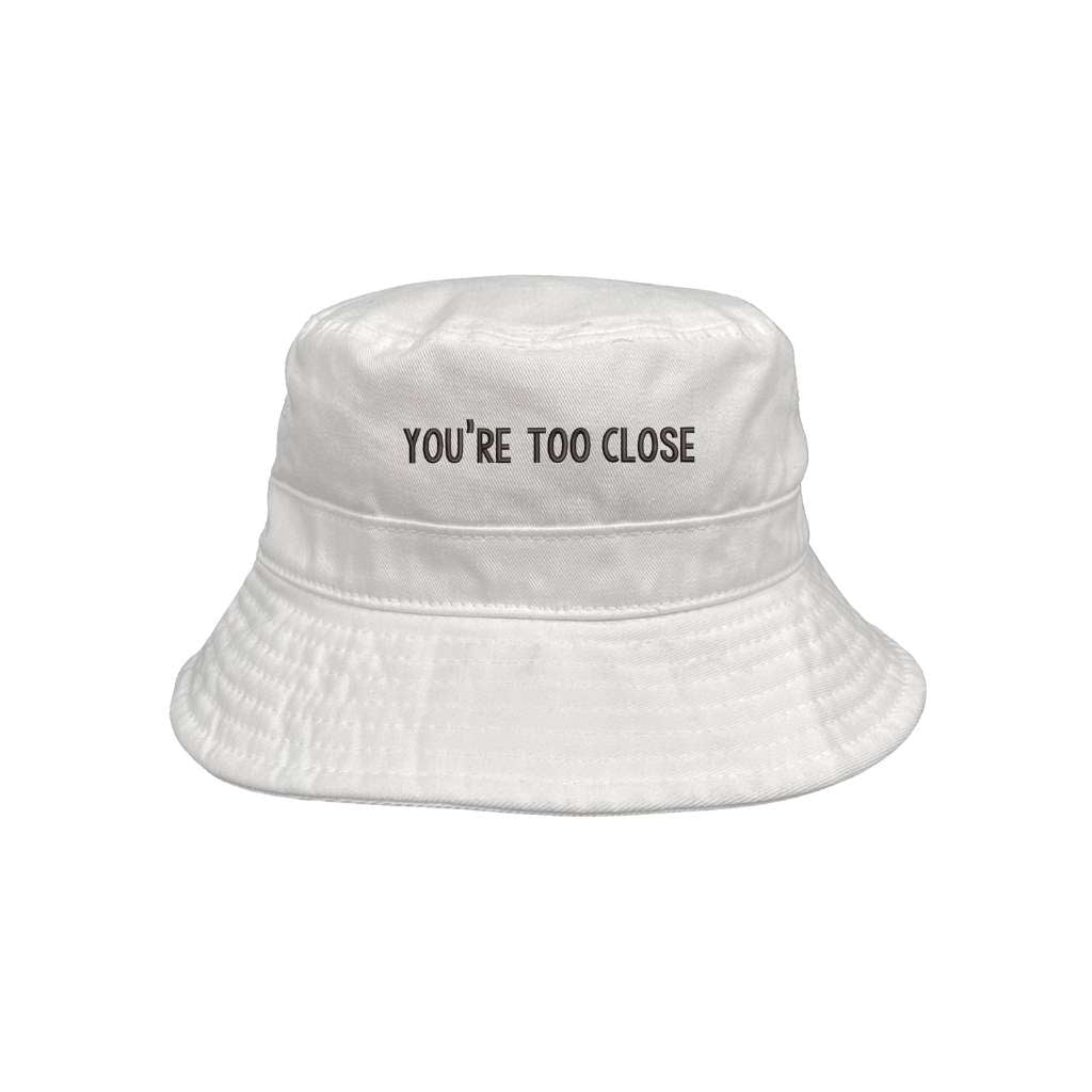 You're too close white bucket hat DSY Lifestyle