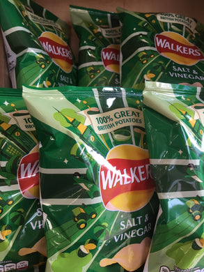 32x Walkers Salt & Vinegar Crisps Standard Packs (32x32.5g)