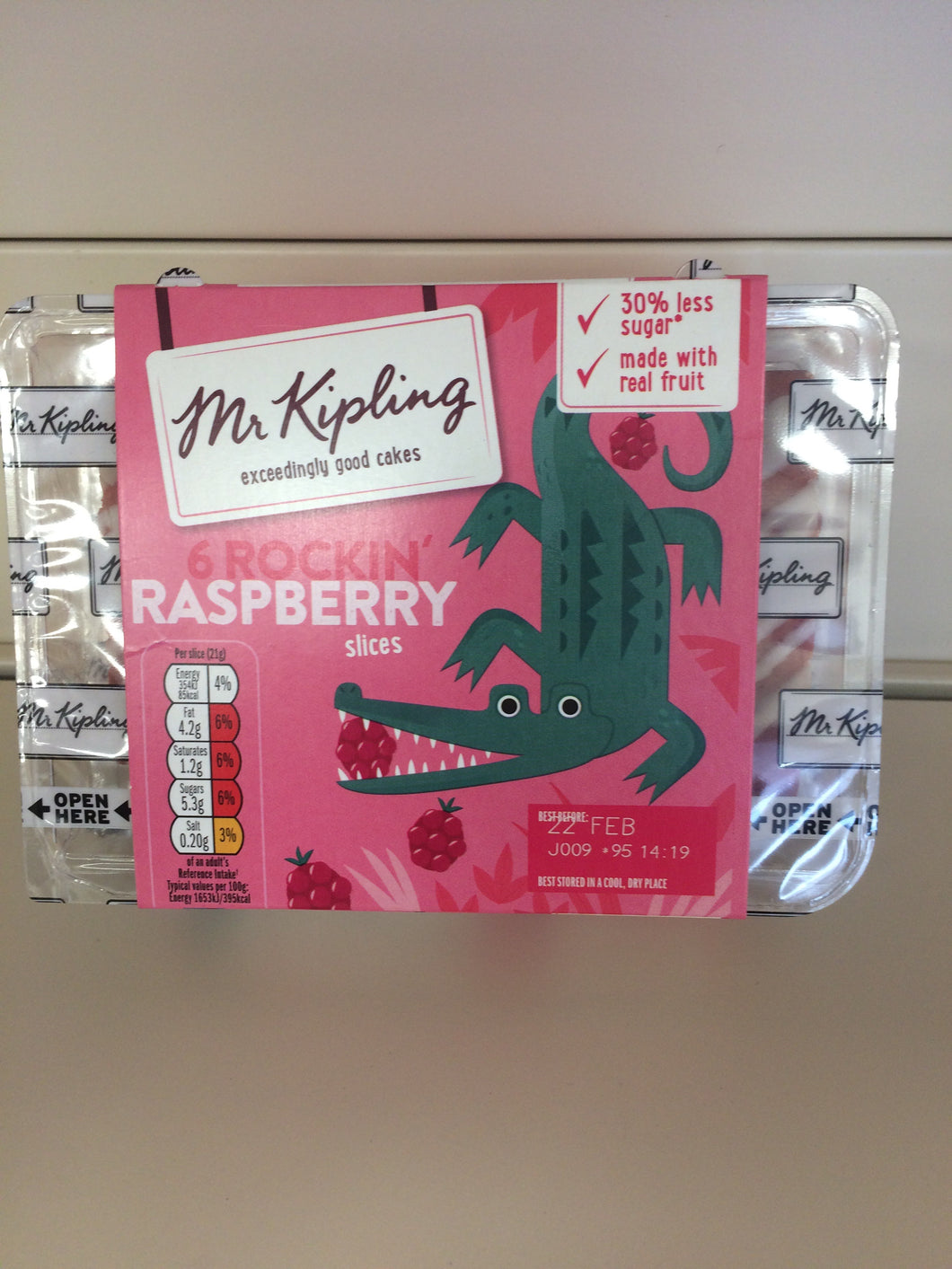 Mr Kipling 6 Rockin' Raspberry Slices