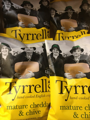 12x Tyrrells Mature Cheddar & Chive Hand Cooked English Crisps (12x40g)