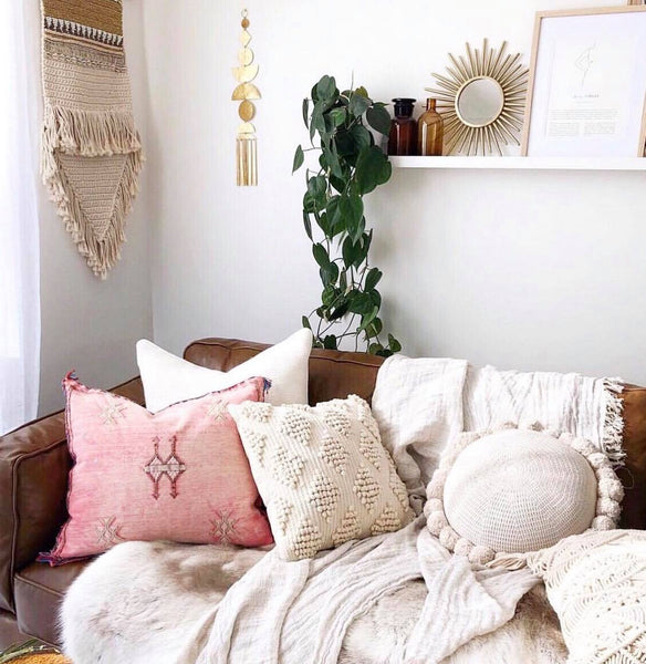 How to mix & match throw pillows on sofa
