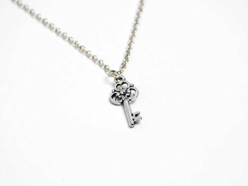 Fancy Clover Key Necklace in Silver