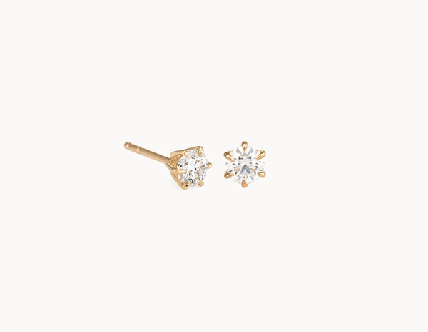 Simple Modern 18k Yellow Gold 1/4ct Round Brilliant Diamond Studs