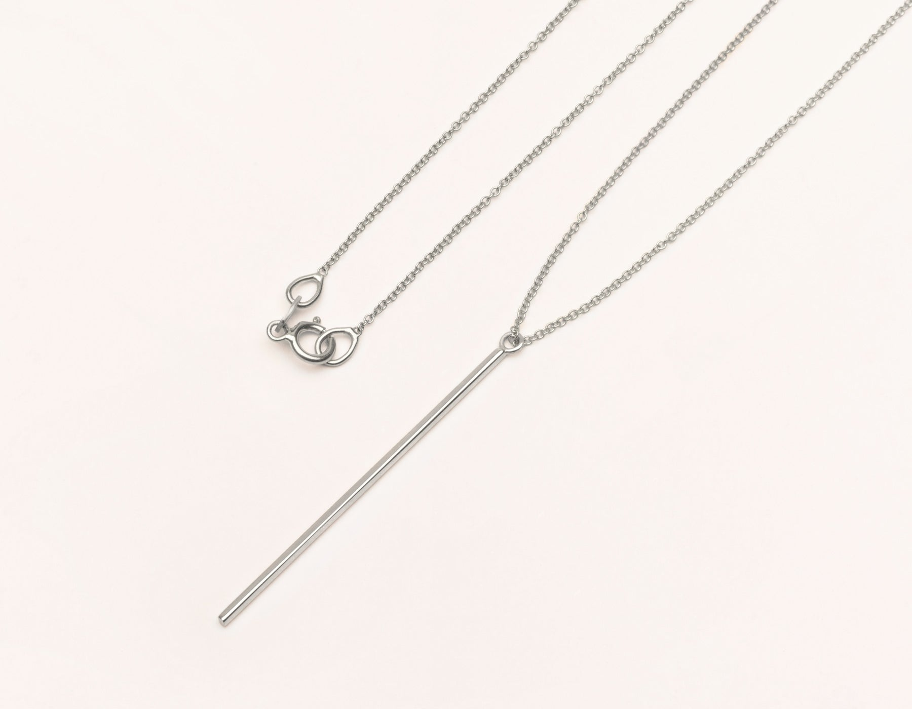 Classic Vrai & Oro Solid 14k White Gold Vertical Bar Necklace