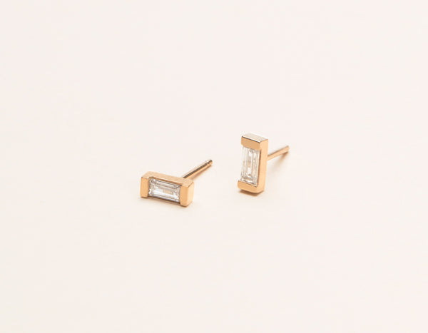 Minimal Vrai & Oro 14k Solid Rose Gold Baguette Diamond Earring