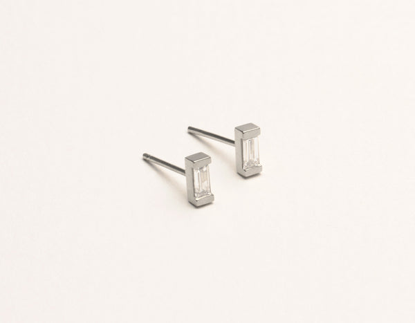 Simple Vrai & Oro 14k Solid White Gold Baguette Diamond Earring