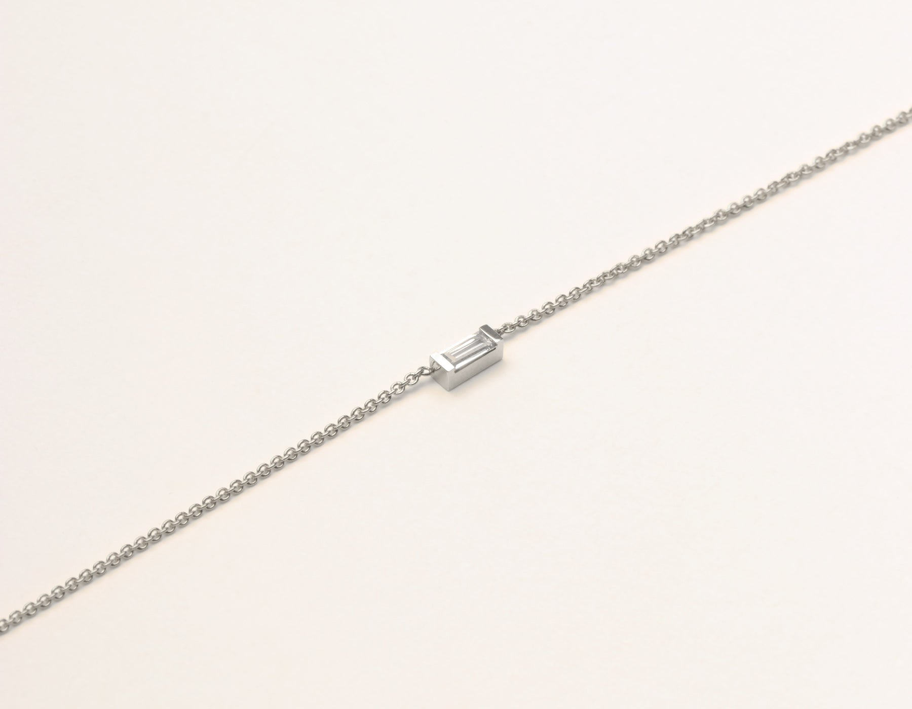 diamond gold white pendant with robert chain necklace circle main