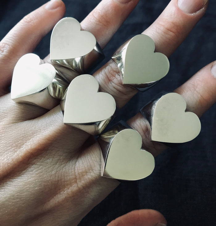 MEGA HEART RING