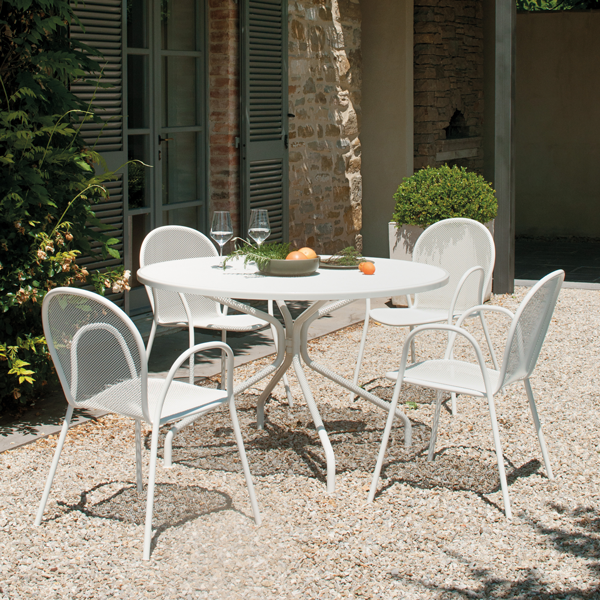 white outdoor ronda chairs and cambi table