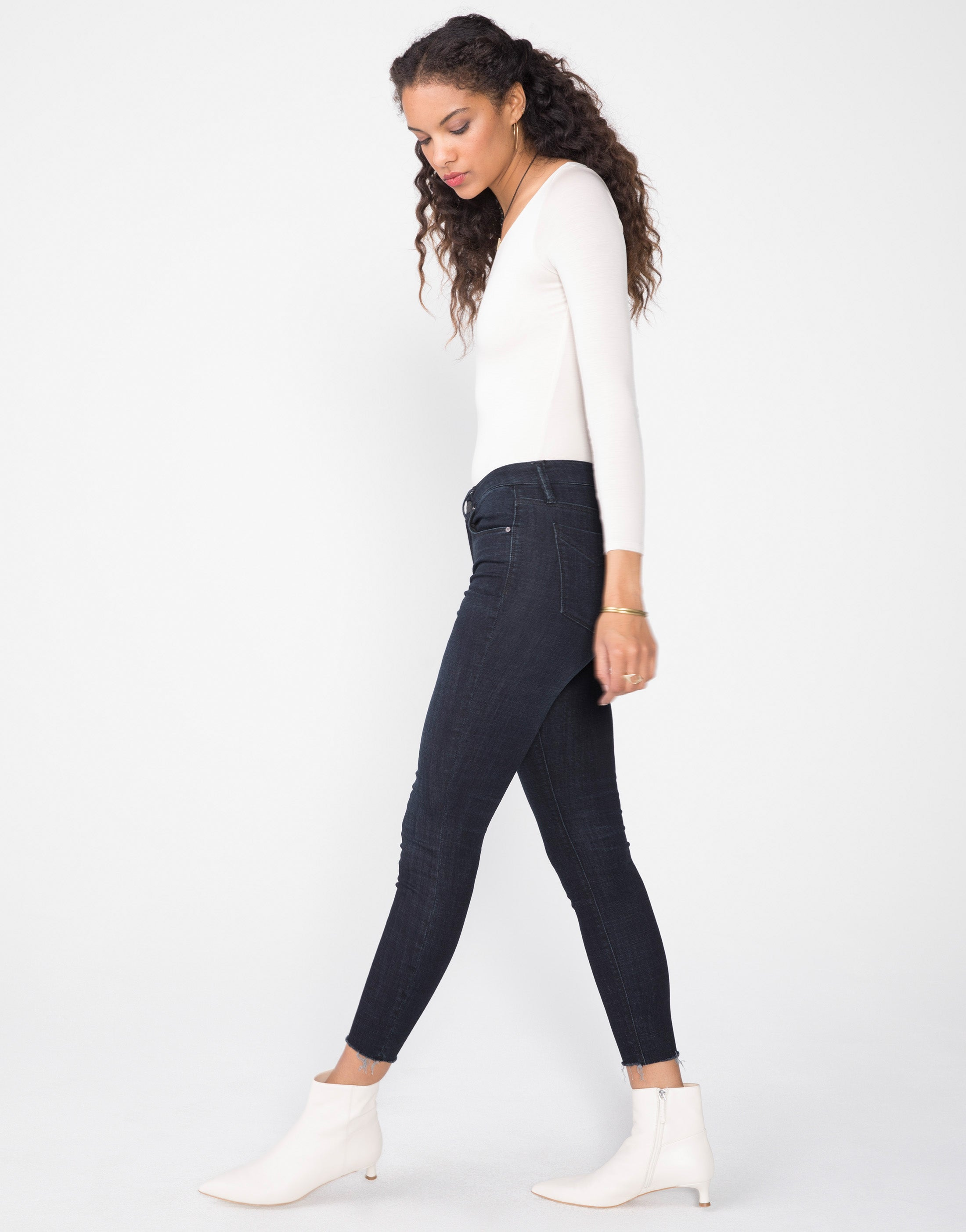 KORA Mid Rise Skinny in Night
