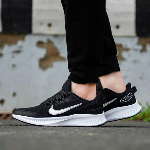 NIKE MEN'S RUN ALL DAY 2 BLACK/WHITE RUNNING SHOE