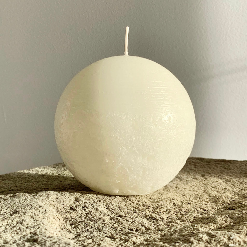 Rustic white round candle