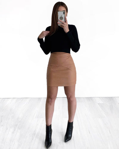 Noir Crop Turtle Neck Knit
