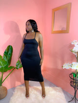 NOT YOUR AVERAGE BODYCON MIDI DRESS (BLACK)