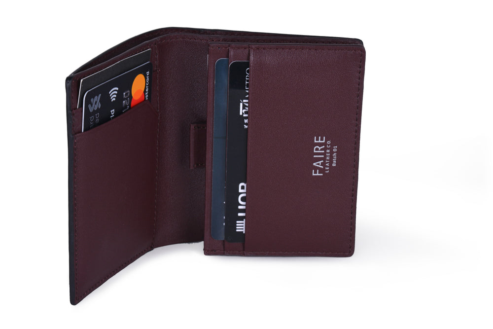 Holds 4 credit/access cards