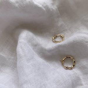 9k GOLD ATHENA - Organic Form Mini Hoops