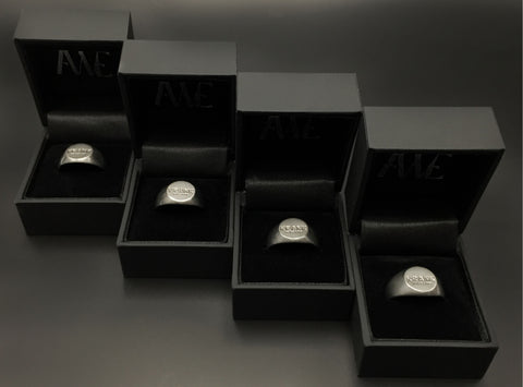 Custom Signet Rings hos awe designs