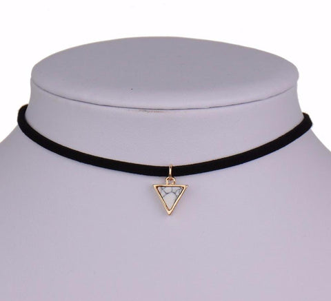 "Collier ""Pierre triangulaire"""