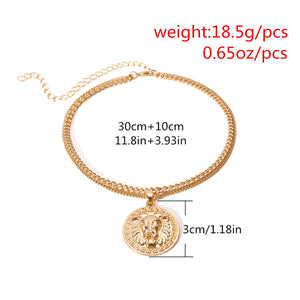 Exaggerated alloy lion head clavicle chain