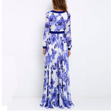 Sexy Deep V Collar Retro Floral Printed Expansion Vacation Dress