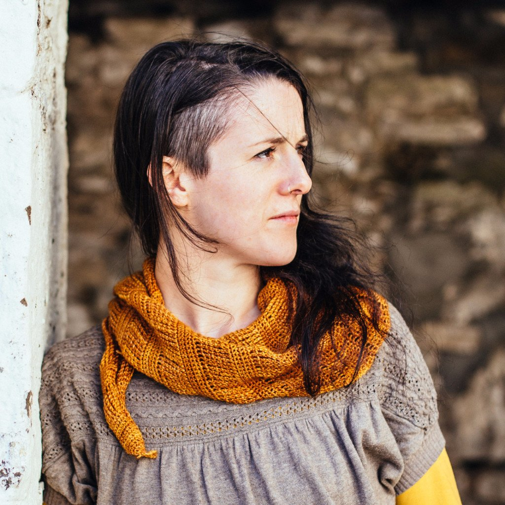 SPUN GOLD SHAWL :: Simple Crochet Shawl Pattern