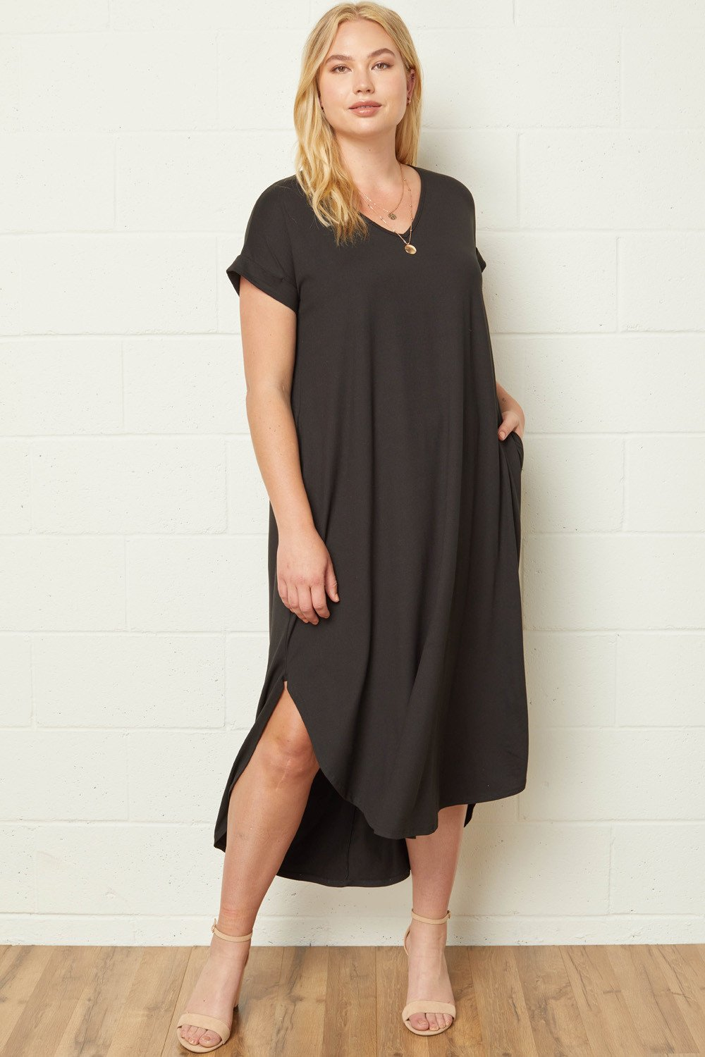 ENTRO INC Women's Dress Entro Plus Size V-Neck Maxi Dress with Sleeves and Side Pockets || David's Clothing