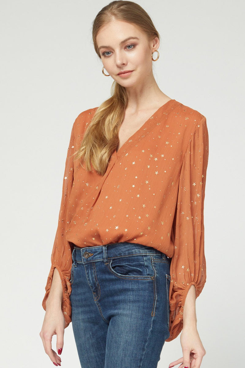 ENTRO INC Women's Top Star print v-neck top || David's Clothing