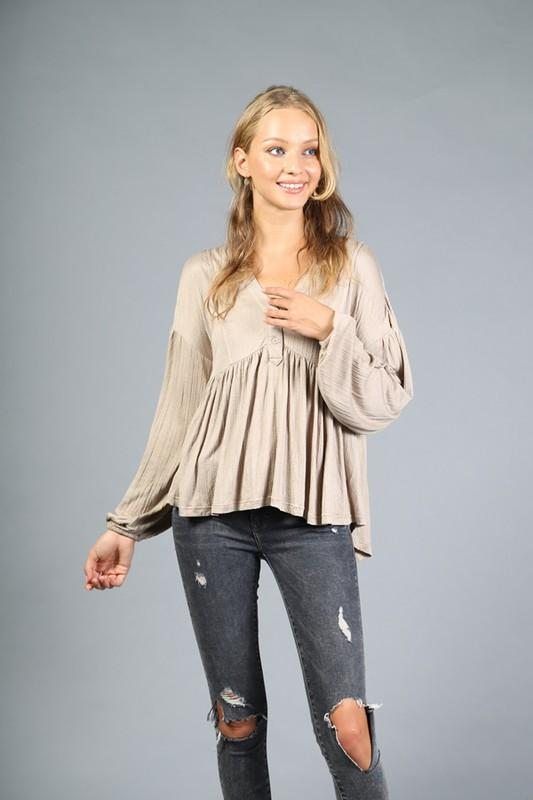 VERY J Women's Top TAUPE / S V-Neck Buttoned Peasant Top || David's Clothing LT24973