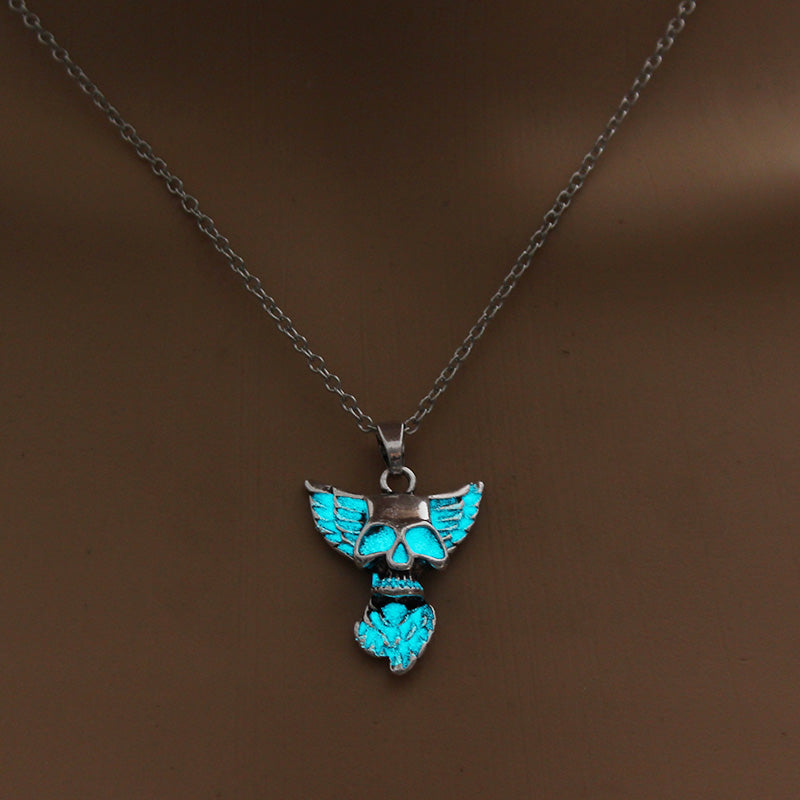 FREE! Luminous Skull Necklace - The Creative Booth