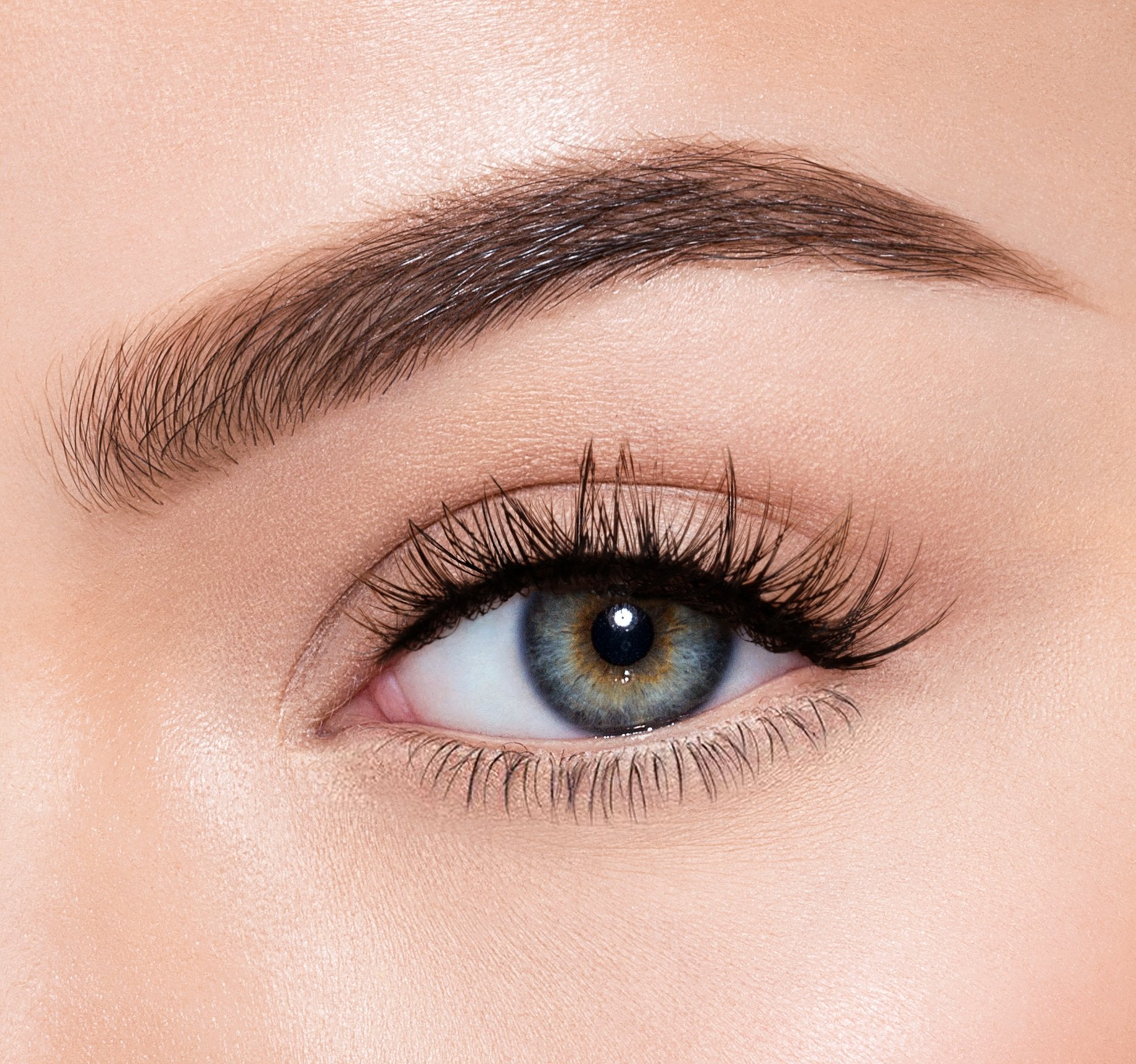 PREMIUM LASHES -  HYPNOTIC ON MODEL, view larger image