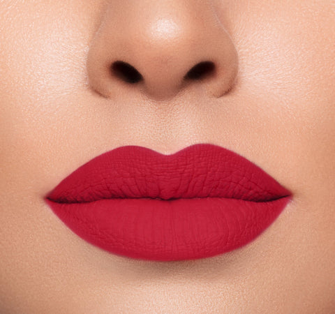 LIP CRAYON - MORPHE ON MODEL