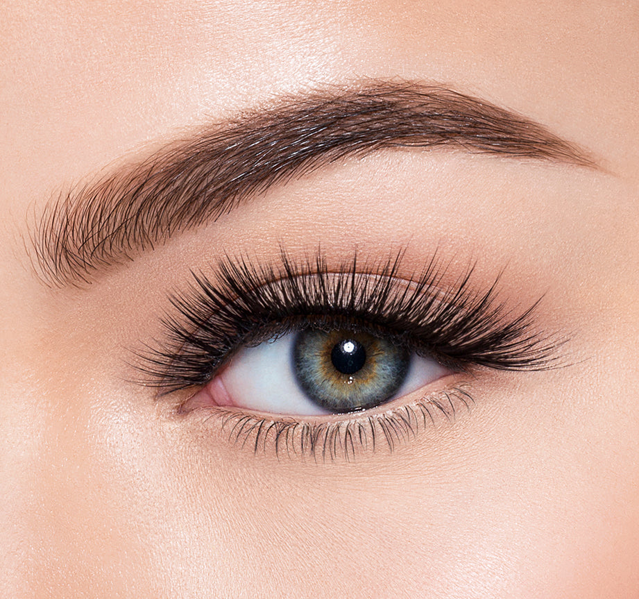 BOMBSHELL-MORPHE PREMIUM LASHES ON MODEL