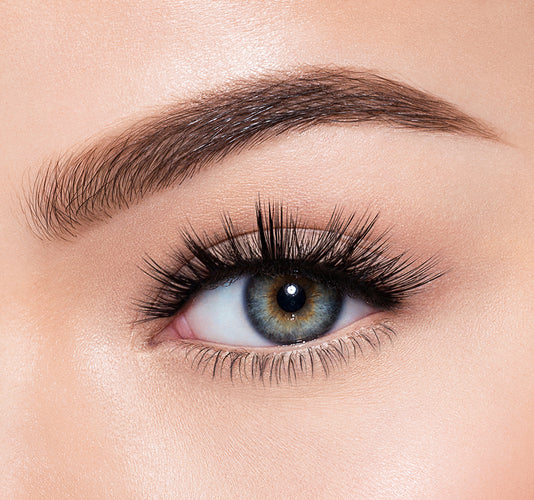 EYE-TRACTION-MORPHE PREMIUM LASHES ON MODEL