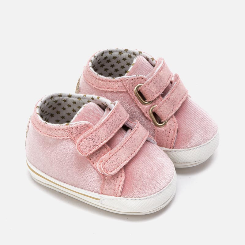Baby girl shoes with velcro straps