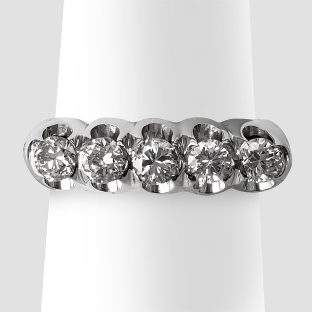 Round-cut Diamond Band
