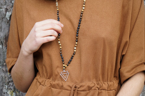 collier mala en double triangle