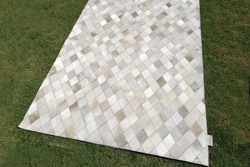 Metric Diamond Patterned Carpet - Casa Suarez
