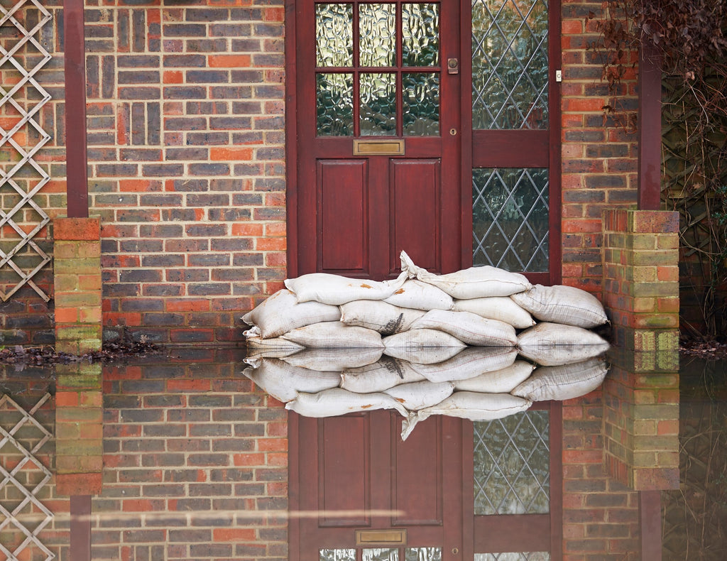 How do sandbags stop flooding and water?