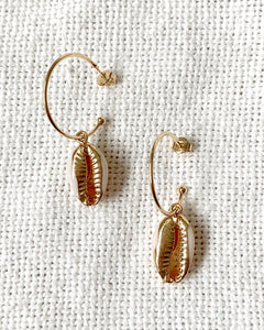 SINGLE COWRY SHELL EARRINGS