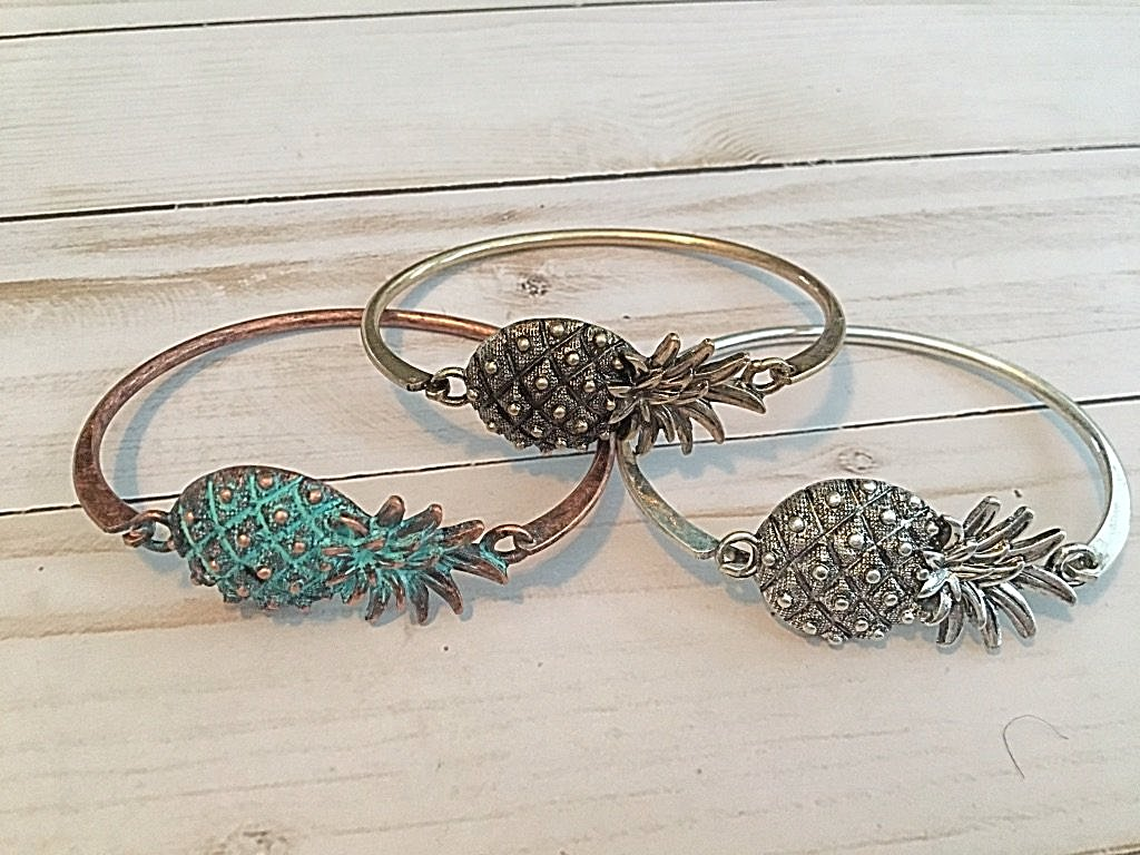 Pineapple Clasp Bracelet - Bubbles Gift Shoppe