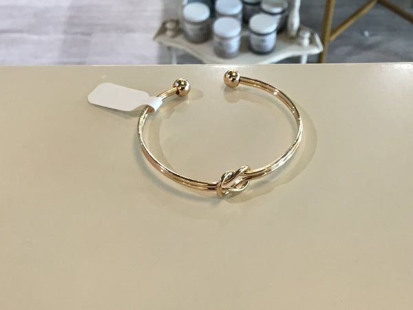 Smooth Knot Cuff