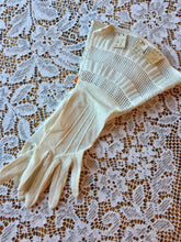 1930s Gloves with big cuffs, size 6.5