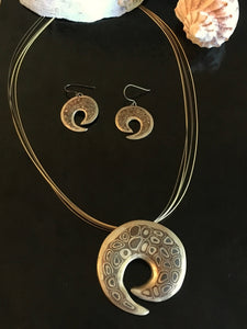 Perfect patterned metal pendants and earring
