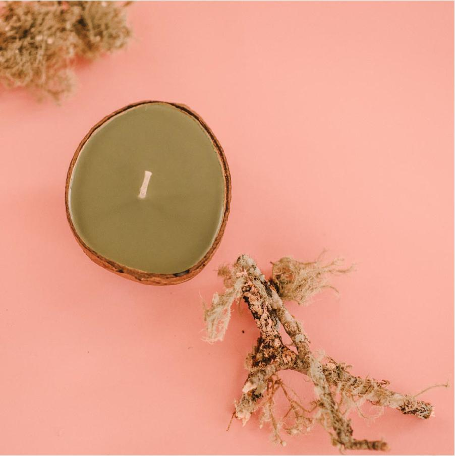 oakmoss scented candle