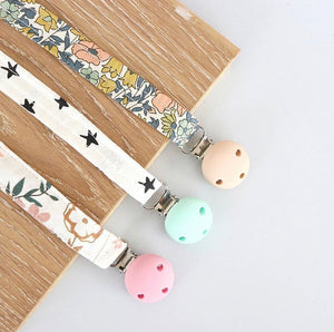 Jellystone Design Dummy Clip - Light Floral
