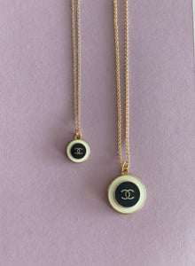 You added <b><u>Chanel halskjede stort sort</u></b> to your cart.