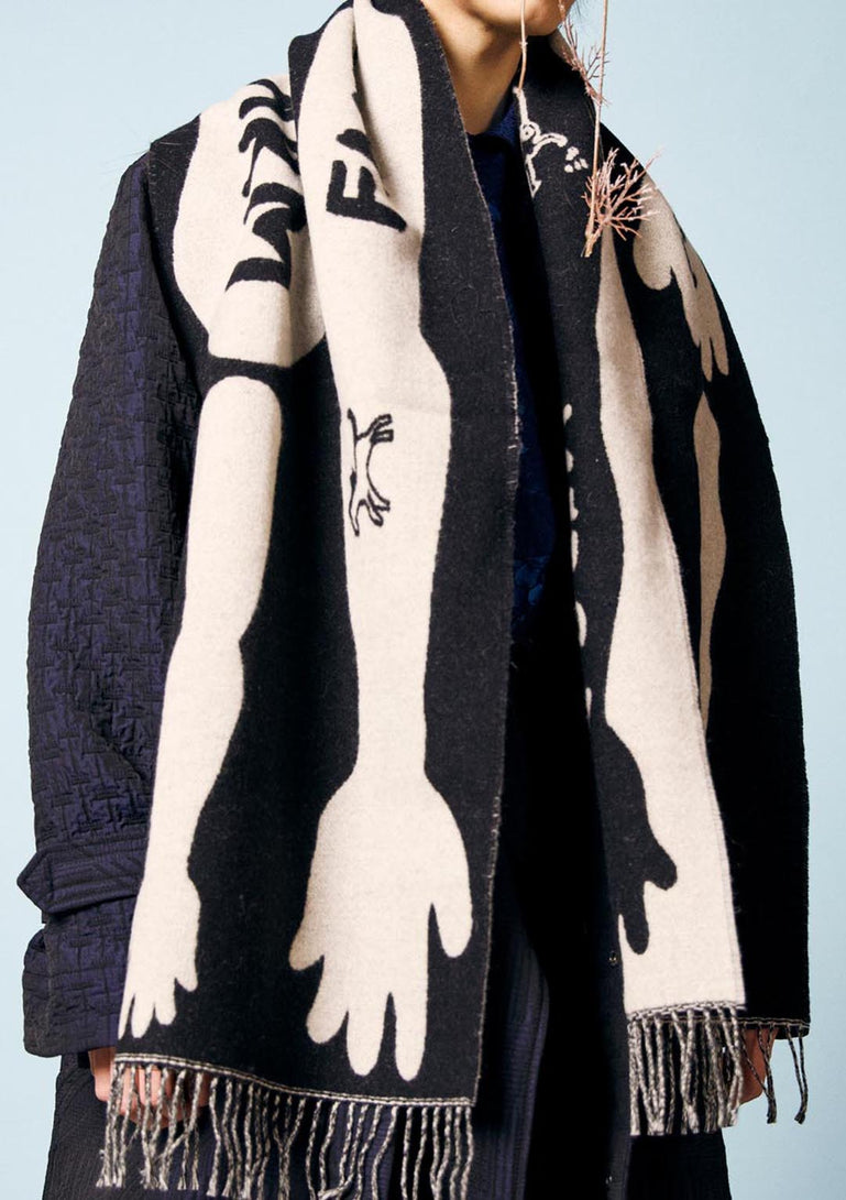 GREEN FINGERS SCARF BLACK WHITE