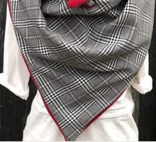 Load image into Gallery viewer, Casual plaid palm button scarf