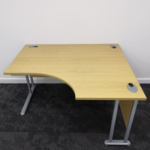 1400mm Right Hand Radial Desk