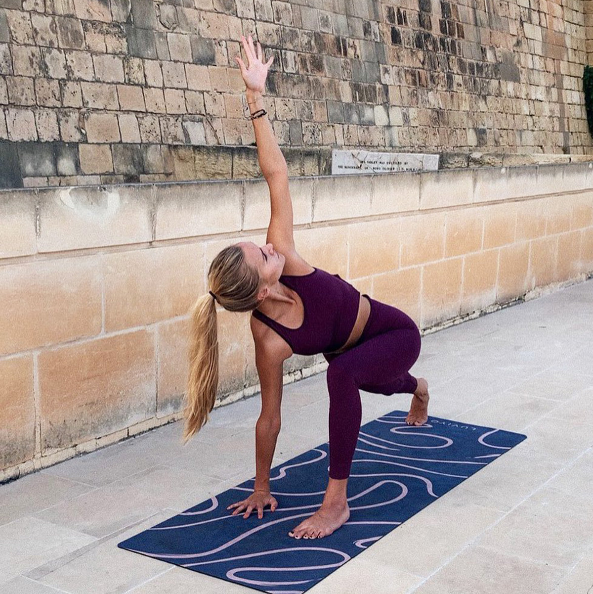 Yoga exercises in autumn for more positive energy   LUVIYO GmbH